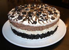 Her kommer Oreokake-oppskriften på kaken jeg laget til Stavern-treffet:  Handleliste: 3 pakker Oreo Cookies 100 g smør (smelte... Pudding Desserts, Oreo Cookies, Tiramisu, Deserts, Goodies, Food And Drink, Sweets, Cakes, Baking