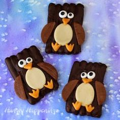 Let these adorable Chocolate Pretzel Penguins warm you up! These tasty chocolate covered treats are perfect for your Christmas party or just as a winter. Holiday Cookies, Holiday Treats, Christmas Treats, Christmas Candy, Holiday Recipes, Dessert Recipes For Kids, Candy Recipes, Easy Desserts, Chocolate Covered Treats