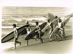 New Zealand crew late the boards look heavy! Vintage Pictures, Old Pictures, New Zealand Beach, Vintage Surfboards, Retro Surf, Soul Surfer, Surf City, Beach Scenes, Surfs Up