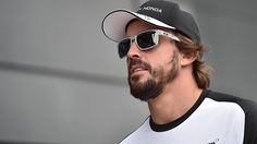 #FernandoAlonso with Oakley Sliver FINGERPRINT Oakley Sliver, Sports Today, F1 Drivers, Gossip, Mens Sunglasses, How To Wear, Alonso, Formula 1, Hamilton