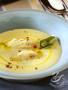 Cream of potatoes and ricotta - Vellutata di patate e ricotta Chowder Recipes, Soup Recipes, Cooking Recipes, Ricotta, Veggie Recipes, Vegetarian Recipes, Healthy Recipes, Vegetable Soup Healthy, Best Dinner Recipes