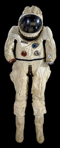 """G5-C spacesuit worn by astronaut James Lovell during Gemini VII mission launched on December 4, 1965. The suit was designed to be more comfortable during the 14-day mission and give astronauts greater mobility than on previous Gemini missions. AKA the """"Grasshopper"""" suit.  / Image credit: Smithsonian National Air and Space Museum"""