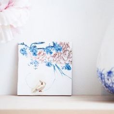 With shades of calming blue and pastel pink, coupled with the ever so beautiful illustration of an elegant swan, is a beauty to behold! decoratingtips