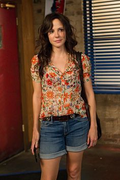 Nancy Botwin- my favorite tv character style I love how the characters on Weeds are wearing Joie!! Best brand ever.. And it fun seeing the shirts you own on tv :-)