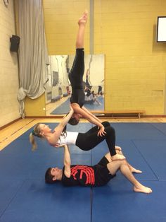 IGC training - handstand trio poses acro poses advanced poses back pain poses flexibility poses for abs poses for beginner 3 People Yoga Poses, Three Person Yoga Poses, Group Yoga Poses, Couples Yoga Poses, Acro Yoga Poses, Partner Yoga Poses, Yoga For Two, Yoga Poses For Two, Yoga Poses For Beginners