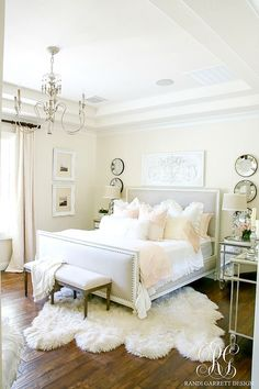 Vintage Home Master Bedroom Styled 3 Ways for Summer - Tips for Decorating Neutral Bedrooms - Master Bedroom Styled 3 Ways for Summer - Tips for Decorating Neutral Bedrooms - switch out your bedding and a few accessories to give your room a new look Home Decor Bedroom, Bedroom Decor, Apartment Decor, Beautiful Bedrooms, Bedroom Styles, Home Bedroom, Home Decor Accessories, Remodel Bedroom, Home Decor