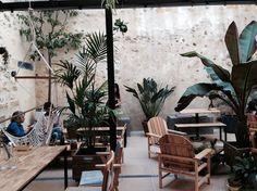 Palo Alto , le patio sur les quais de Bordeaux à St Michel pour moins de 10 € la salade ou le sandwich