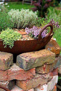 Garden decor brick flower bed #flowerbed #brick #garden #gardenideas #landscaping #gardening #decorhomeideas