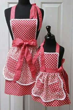 Reversible Mommy and Me Retro Apron Set No pattern Sewing Hacks, Sewing Crafts, Sewing Projects, Apron Designs, Cute Aprons, Sewing Aprons, Aprons Vintage, Kitchen Aprons, Mommy And Me