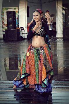 Resultado de imagem para como fazer um choli do figurino tribal ats Tribal Fusion, Tribal Mode, Tribal Style, Gypsy Style, Boho Gypsy, Bohemian, Tribal Costume, Tribal Belly Dance, Beautiful Costumes