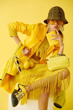 Bright Yellow, The Colour Which Has Come To Define Gen Z- ellemag - Outfits Mellow Yellow, Bright Yellow, Black N Yellow, Yellow Style, Bright Colors, Colours, Yellow Fashion, Colorful Fashion, Style Photoshoot