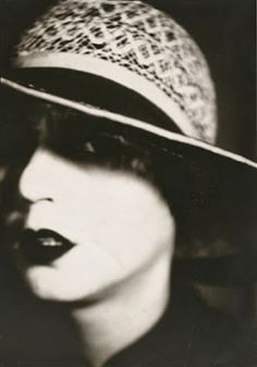 Otto Umbehr, Porträt Ruth Landshoff, 1927. Ruth Landshoff-Yorck came from a Jewish family in Berlin and was the niece of publisher Samuel Fischer. She appeared in Murnau's NOSFERATU. In 1930 her first novel Die Vielen und der Eine (The Many and the One) was published. By the time she completed her second novel, it was impossible for her to have it published in Germany. Ruth Landshoff-Yorck emigrated to the United States in 1937.