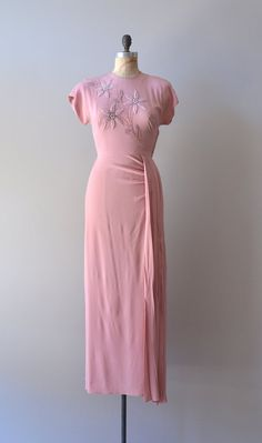 rayon dusky pink 1940s dress  with short sleeves & fitted bodice ~ delightful detail