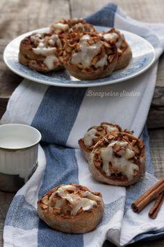 Cimetovi polžki z jabolki in vanilijevo kremo