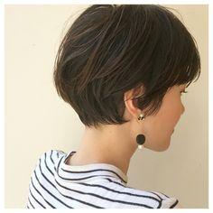 HAIR(ヘアー)はスタイリスト・モデルが発信するヘアスタイルを中心に、トレンド情報が集まるサイトです。20万枚以上のヘアスナップから髪型・ヘアアレンジをチェックしたり、ファッション・メイク・ネイル・恋愛の最新まとめが見つかります。 Cut My Hair, Love Hair, Her Hair, Short Hair With Layers, Short Hair Cuts, Shot Hair Styles, Long Hair Styles, Short Hairstyles For Women, Cool Hairstyles