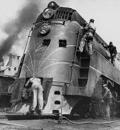 Soldiers working on a Chicago North Western Line streamline moderne Zephyr locomotive (1945)