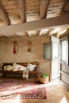 Spanish farm house entrance. El Mueble. barefootstyling.com
