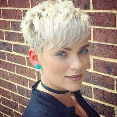 10 Trendy Daring Pixie Haircuts, Hairstyle and Color for 2018 - Cool Global Hair Styles 2019 Short Hairstyles For Women, Hairstyles With Bangs, Hairstyle Ideas, Hair Ideas, Cute Short Haircuts, Pixie Haircuts, Global Hair, Short Hair With Bangs, Short Hair Cuts For Women Pixie