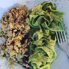 Due di #pasta - mit selbstgemachtem #walnuss #bärlauch #pesto und einmal a al #antipasti #yummyyummyyummy by scheinzwerg