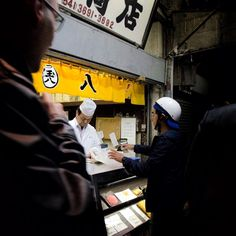 """""""While others are sleeping the huzzle and buzzle at the Tokyo fish market is already on."""""""