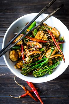 EAT CLEAN with these 20 simple Plant-Based Meals!!! | Broccolini Mushroom Stir- Fry with tofu ( or chicken)- a simple fast delicious and healthy dinner! Vegan and GF! | www.feastingathome.com