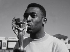 "Edson Arantes ""Pelé"" Nascimento is regarded by many experts, players, and fans as the best player of all time. Brazilian Soccer Players, Good Soccer Players, Football Players, First World Cup, World Cup Final, Pele Quotes, 1958 World Cup, World Cup Trophy, Full Match"