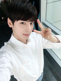 [04.08.16] Astro on twitter - EunWoo