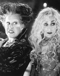Hocus Pocus <<< One of my two favorite autumn movies... gonna start watching them soon. Sarah and Winnie <3