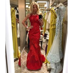 "2,834 mentions J'aime, 50 commentaires - Victoria Silvstedt Official (@victoriasilvstedt) sur Instagram : ""Fitting for tonight's charity ball ""Bal de La Rose"" by Karl Lagerfeld 🌹#monaco"""
