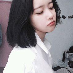 ulzzang, asian, and girl image Korean Girl Short Hair, Korean Girl Cute, Ulzzang Korean Girl, Asian Cute, Short Girls, Asian Girl, Son Hwamin, Hwa Min, Looks Kawaii