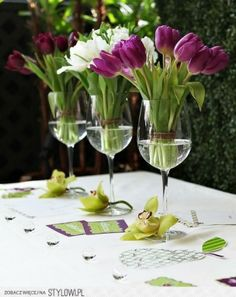 wine glasses used in a creative way do it yourself simple centerpieces tulip centerpieces