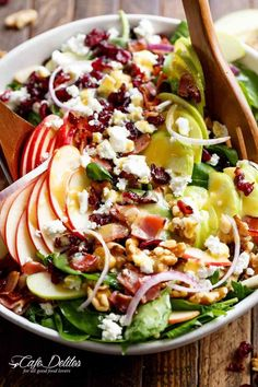 Honey dijon apple bacon cranberry salad (uses honey) Salad Recipes List, Green Salad Recipes, Cafe Delight, Classic Caesar Salad, Cant Stop Eating, Cranberry Salad, Cooking Recipes, Healthy Recipes, Broccoli Salad