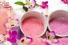 Badesalz selber machen: 3 Rezepte für duftendes Badesalz