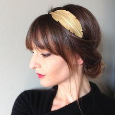Head-band en cuir modèle plume coloris métallisé OR monté sur élastique : Accessoires coiffure par lucky-rosetta