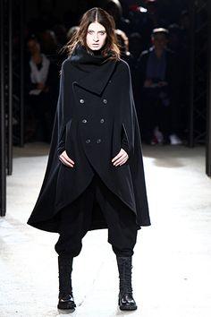 Yohji Yamamoto - Ready-to-Wear - 2010 Fall-Winter