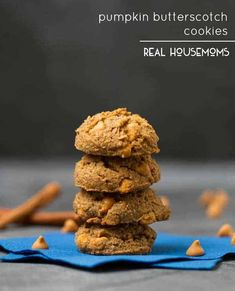 Pumpkin Butterscotch Cookies are ultra soft & chewy and loaded with plenty of pumpkin spice and butterscotch chips! Butterscotch Cookies, Chocolate Chunk Cookies, Cookie Recipes, Dessert Recipes, Desserts, Baked Potato Toppings, Shortbread Biscuits, Yummy Cakes, Pumpkin Spice