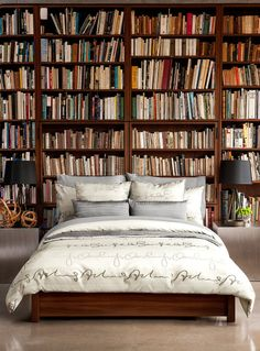 Now thats my kind of bedroom... all of my favorite books within arms reach!