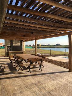 Mesa de madera y hierro, Pergola Swing, Diy Pergola, Pergola Plans, Pergola Ideas, Outdoor Pergola, Tent Living, Casa Patio, House Front Design, Pergola Attached To House