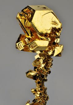 Truncated octahedral crystals of pure gold (by fluor_doublet)