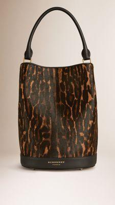 vous aussi faite résortir votre côté féline avec le sac Burberry Bucket en vachette // www.leasyluxe.com #burberry #fashion #leasyluxe