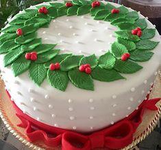 Bolos para o Natal christmas cake Fondant Christmas Cake, Christmas Themed Cake, Christmas Cake Designs, Christmas Cake Decorations, Christmas Brunch, Christmas Cupcakes, Christmas Sweets, Holiday Cakes, Noel Christmas