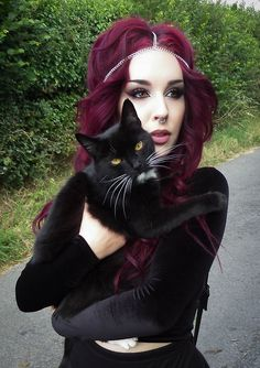 Dark gothic makeup inspiration Red hair | Black cat ozoranazo.tumblr.com