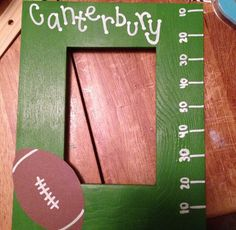 Football picture frame DIY. Very easy to make and perfect for a boyfriend gift. :)