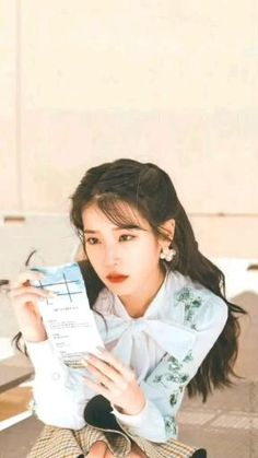 Korea Wallpaper, Wallpaper Desktop, Wallpapers, Iu Hair, Korean Girl Photo, Idole, Iu Fashion, Drama Korea, Beautiful Girl Image