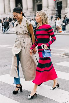 Wondering how to wear your trench coat outfits? Get some inspiration from the street style scene.