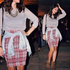 Pencil plaid skirt with denim jacket and ankle boots #ootd  #fashionblogger #whatiwore #lookdodia  Saia lápis xadrez com blusa listrada e jaqueta jeans. Nos pés fui de ankle boot.