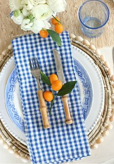 Over the last two weeks I've been playing around with some different color combos that accentuate my blue and white plates. A few little kumquats look amazing contrasting the complimentary colors in the tablescape perfectly! Vintage Modern, Place Settings, Table Settings, Blue Plates, White Plates, Complimentary Colors, Party Entertainment, Decoration Table, Newport Beach