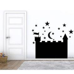 Esta pizarra con forma de castillo en vinilo de pizarra es perfecta para tus hijos. Se lo pasarán genial pintando y dibujando una y otra vez. Queda perfecta allá donde se coloque, en el cuarto de los niños, zonas de juegos, incluso en el salón o en la cocina. Es perfecta para ir dejando
