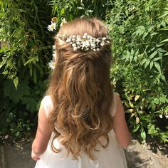 6 Adorable Flower Girl Hairstyles