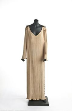 Delphos dress, Mariano Fortuny, 1909-1949.  Museo del Traje.